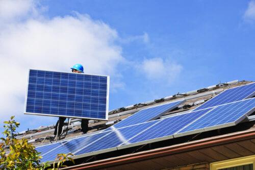 Instaliuojami saulės moduliai