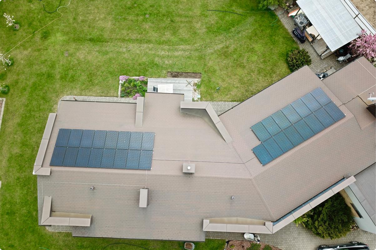 10kw saules moduliai ant stogo